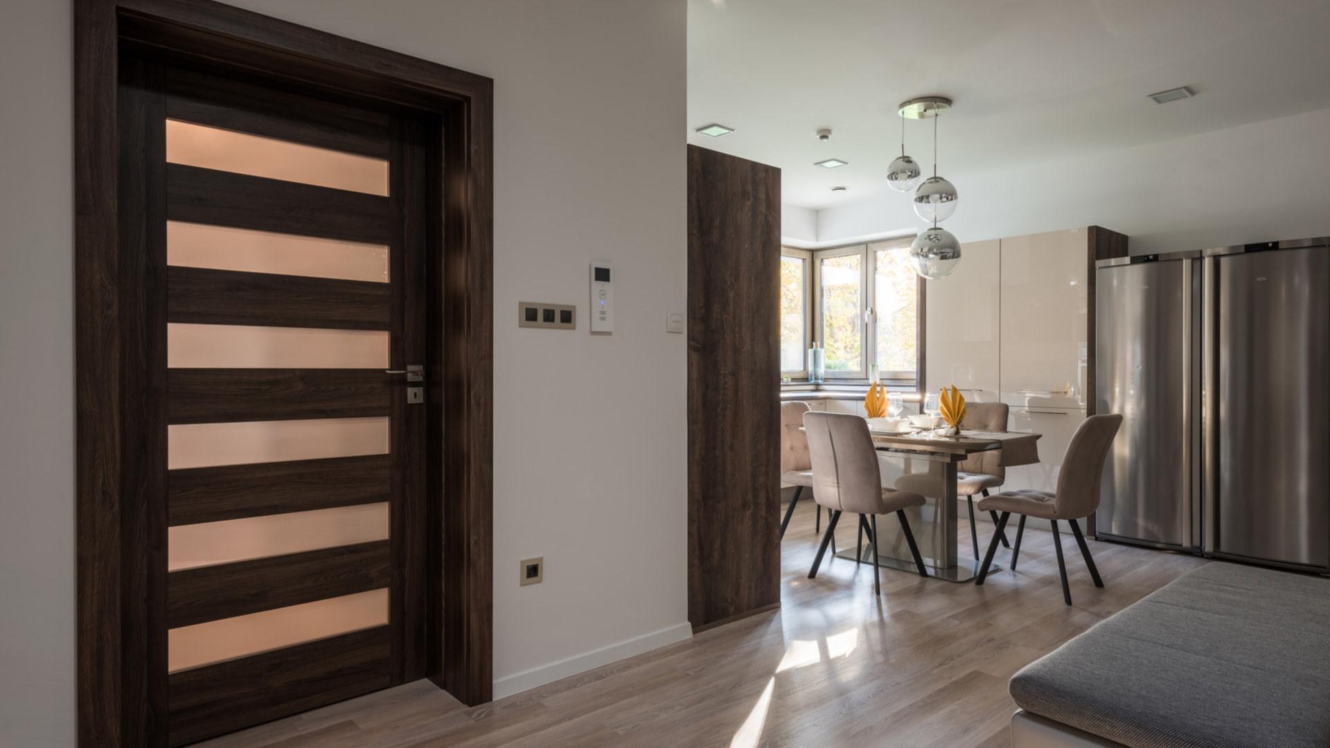 lakásfelújítási támogatás, beltéri ajtó, modern nyílászárók