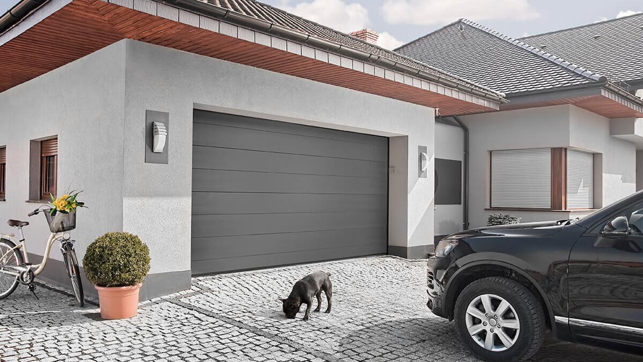 garázskapu, modern beltéri ajtó, hőszigetelt garázskapu